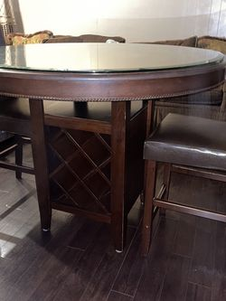 Table and Chairs for Sale in Costa Mesa,  CA