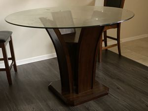 Morris furniture breakfast table set for Sale in Columbus, OH