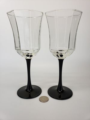 Set of Two (2) Black OCTAGON Luminarc Arcoroc France LARGE Wine Glasses for Sale in Mesa, AZ