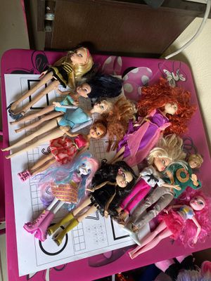10 Barbie dolls for Sale in Dallas, TX