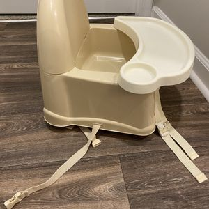 Safety 1st Booster Seat for Sale in Villa Rica, GA