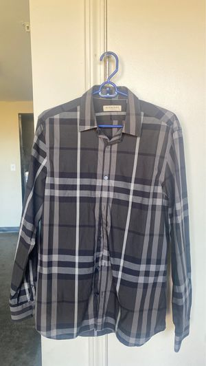 BURBERRY BLACK GREY STRIP PATTERN ( MEDIUM) for Sale in Atlanta, GA