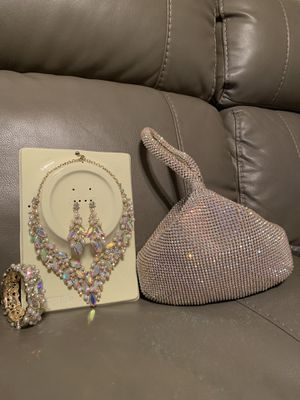 BEAUTIFUL Necklace set for Sale in The Bronx, NY