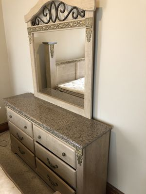 Mirror dresser (read description before asking any questions) for Sale in Reading, PA