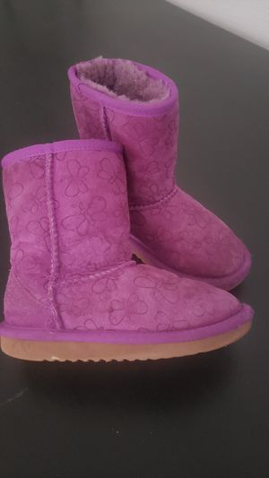 Toddler girl boots 12c warm sheepskin for Sale in Moreno Valley, CA
