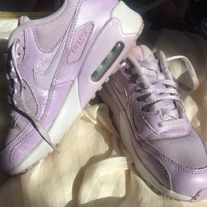 Nike Air Max 90's in Lilac 💜💟👟 for Sale in Moreno Valley, CA