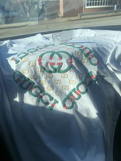 GUCCI T-SHIRT SIZE S for Sale in Arlington,  VA