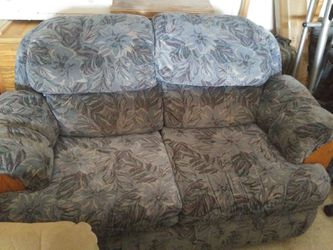 Love seat for Sale in Prineville,  OR