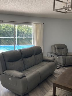 Leather Sofa Recliner (couch) for Sale in Palm Harbor,  FL