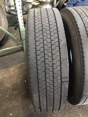 Lowpro Used Yokohama Trailer Tire for Sale in Stockton, CA