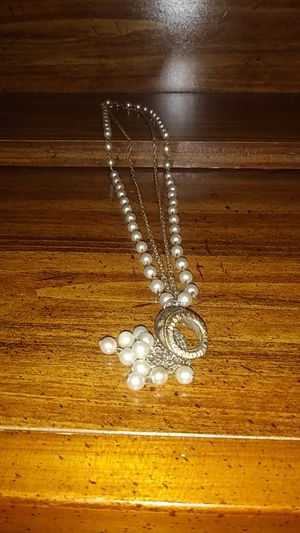 Pearl gold chained necklace for Sale in Loganville, GA