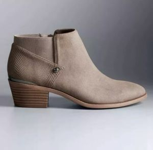 Women's SIMPLY VERA Vienna Sand / Taupe Fashion Casual Dress Ankle Boots Sz 9 for Sale in Stone Mountain, GA