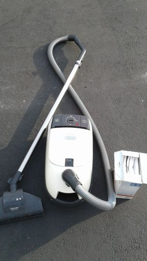 Vacuum cleaner Miele +3 replaceable filter bags for Sale in Los Angeles, CA