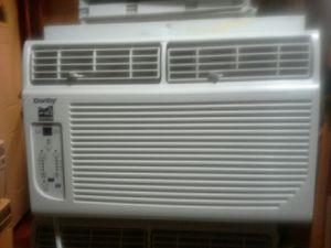 Window ac unit 6000btu for Sale in Laurel, MD
