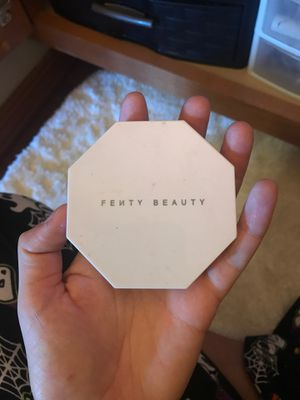 Fenty beauty highlighter in metal moon for Sale in Cheney, WA
