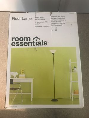 Room essentials floor lamp for Sale in Carleton, MI
