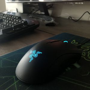 Razer mouse with free Razer mouse pad for Sale in Chicago, IL