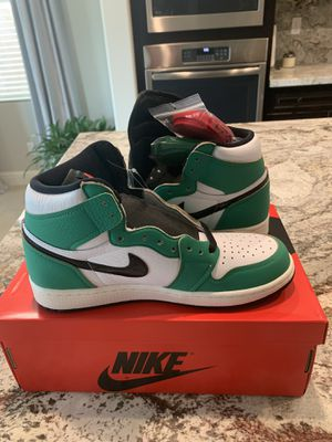 Air Jordan 1 lucky green size men's 7 women's 8.5 for Sale in Clovis, CA