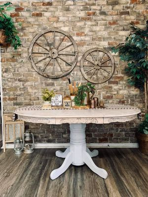 Farmhouse Weathered Pedestal Kitchen Table / Dining Table for Sale in Joliet, IL