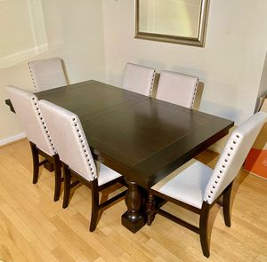 Dining room table for Sale in Bowie, MD