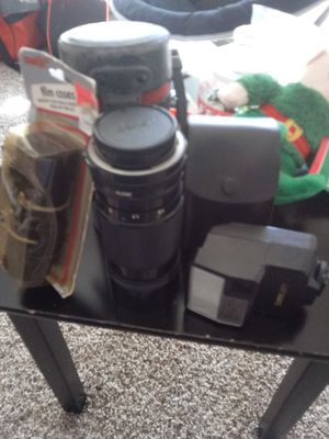 Canon bundle (52mm Kenko lense, flash, & 2 leather film cases) for Sale in North Las Vegas, NV