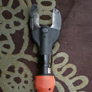 Eletric Cordless Cable Cutter for Sale in Alexandria, VA