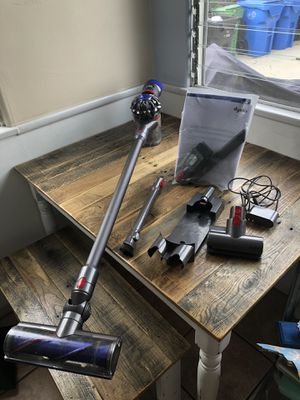 V7 dyson cordless vacuum with accessories for Sale in Los Angeles, CA
