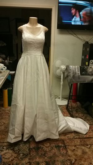 Wedding dress, size 10. Brand new, A real bargain for Sale in Huntington Park, CA