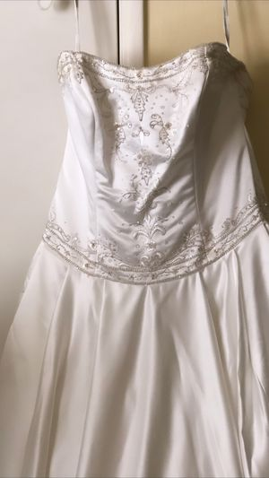 Never worn wedding dress. for Sale in Rancho Cucamonga, CA