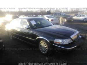 2004 LINCOLN TOWN CAR EXECUTIVE/SIGNATURE 4.6L. Parts only. U pull it yard cash only. for Sale in Temple Hills, MD
