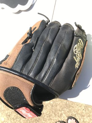 Baseball glove for Sale in Chesapeake, VA