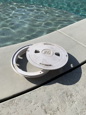 """Waterway pool skimmer cover and housing 10"""" for Sale in Fontana, CA"""