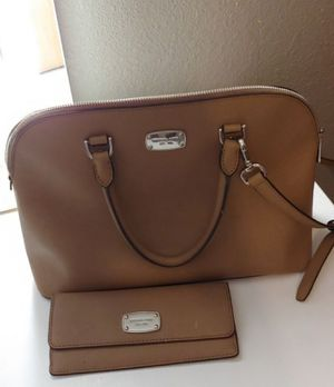 Michael Kors Purse and matching wallet for Sale in Phoenix, AZ