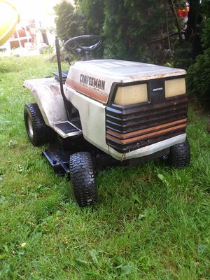 Lawn tractor 14 HP 44-in inch cut by Craftsman not running for Sale in SeaTac, WA