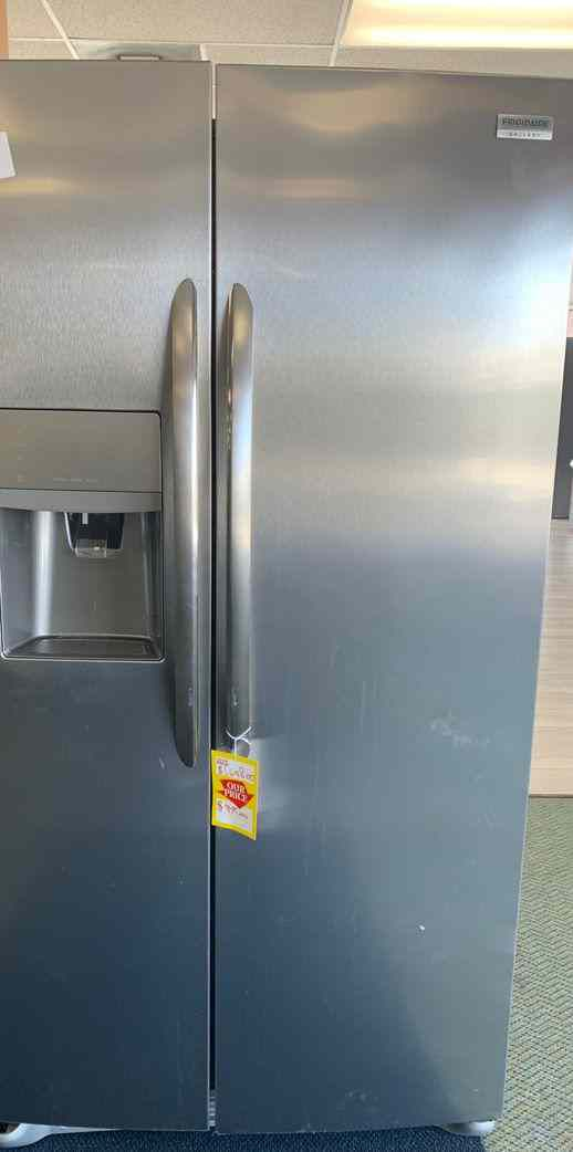 New Frigidaire counter depth refrigerator!! Fridge side by side! Comes with Warranty E