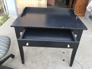 Desk with one drawer in good condition. for Sale in Fresno, CA