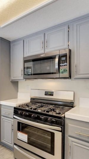 Stainless Steel Whirlpool over the range microwave Black $200. Brand NEW for Sale in Irvine, CA