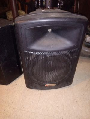 Bherbinger self powerd speakers 2 availanble for Sale in Chicago, IL