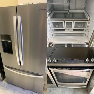 "Whirlpool 2 piece kitchen appliance set with 36"" Refrigerator and slide electric stove stainless steel for Sale in Hialeah Gardens, FL"