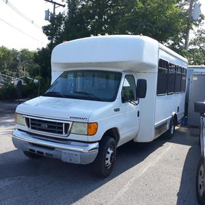 2004 Ford Shuttle Bus for Sale in Attleboro, MA