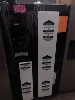 New scratch and dent Frigidaire Black side by side doors fridge for Sale in Baltimore, MD