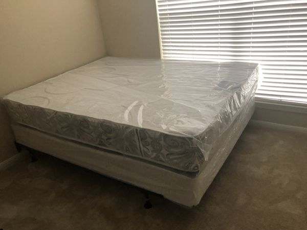 camas de todos los tamaños precios empezando de $150 Aceptamos tarjeta de crédito {contact info removed}