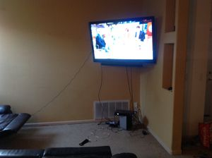 """Insignia 55"""" LCD Flatscreen w/ sound bar and subwoofer and corner wall mount for Sale in Antelope, CA"""