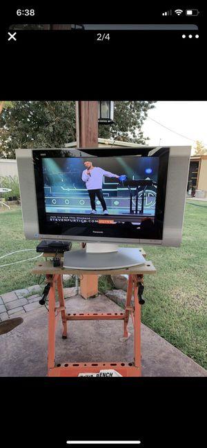 "26"" Panasonic tv with converter box for Sale in Glendale, AZ"
