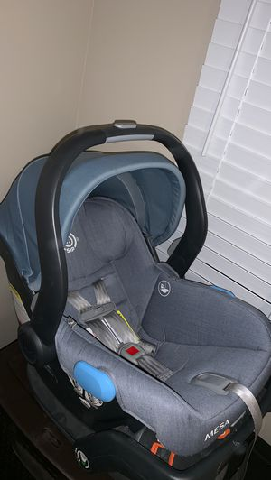 Uppa baby car seat for Sale in Huntington Park, CA