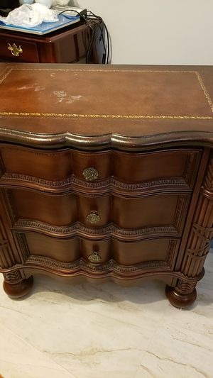 Beautiful antique three drawers dresser for Sale in Boca Raton, FL