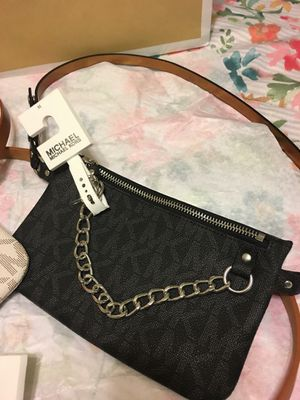 New Authentic Michael Kors Waist Bag Belt Fanny Pack Size Medium for Sale in Bellflower, CA