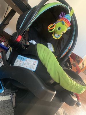 Graco Pumpkin Car seat and base for Sale in Middlebury, IN