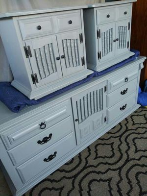 13 Drawer Dresser Set. REAL WOOD!! Excellent condition👍Has a lot of space!!Beautiful Set. Perfectly working drawers.... for Sale in Colton, CA
