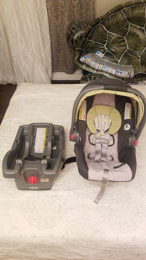Graco Snugride Click Connect 30 Infant Car Seat + Base for Sale in Mount Prospect, IL